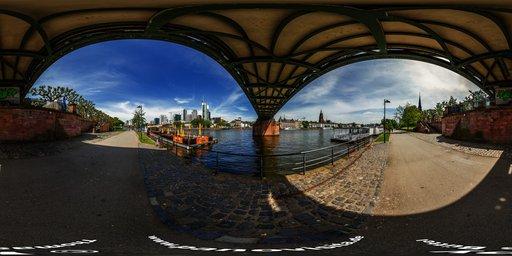 Frankfurt under Bridge